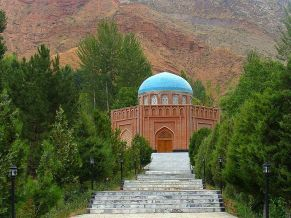800px-Rudaki_Tomb_in_Panjkent-after_restored